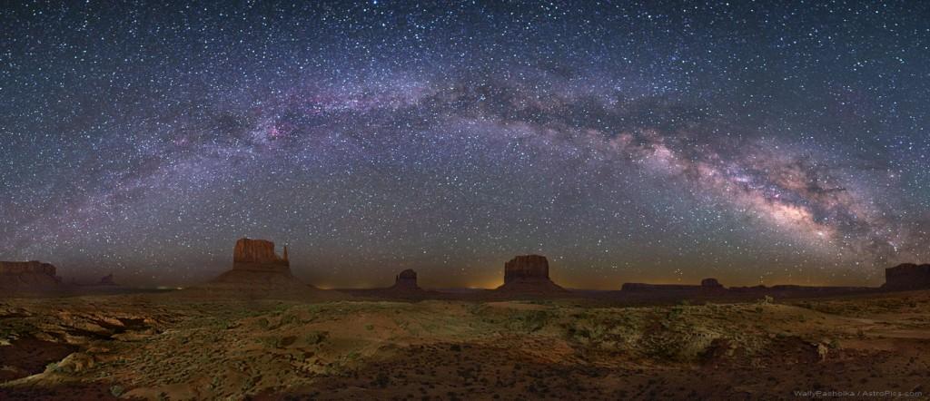 Млечный Путь над Долиной Монументов (США)